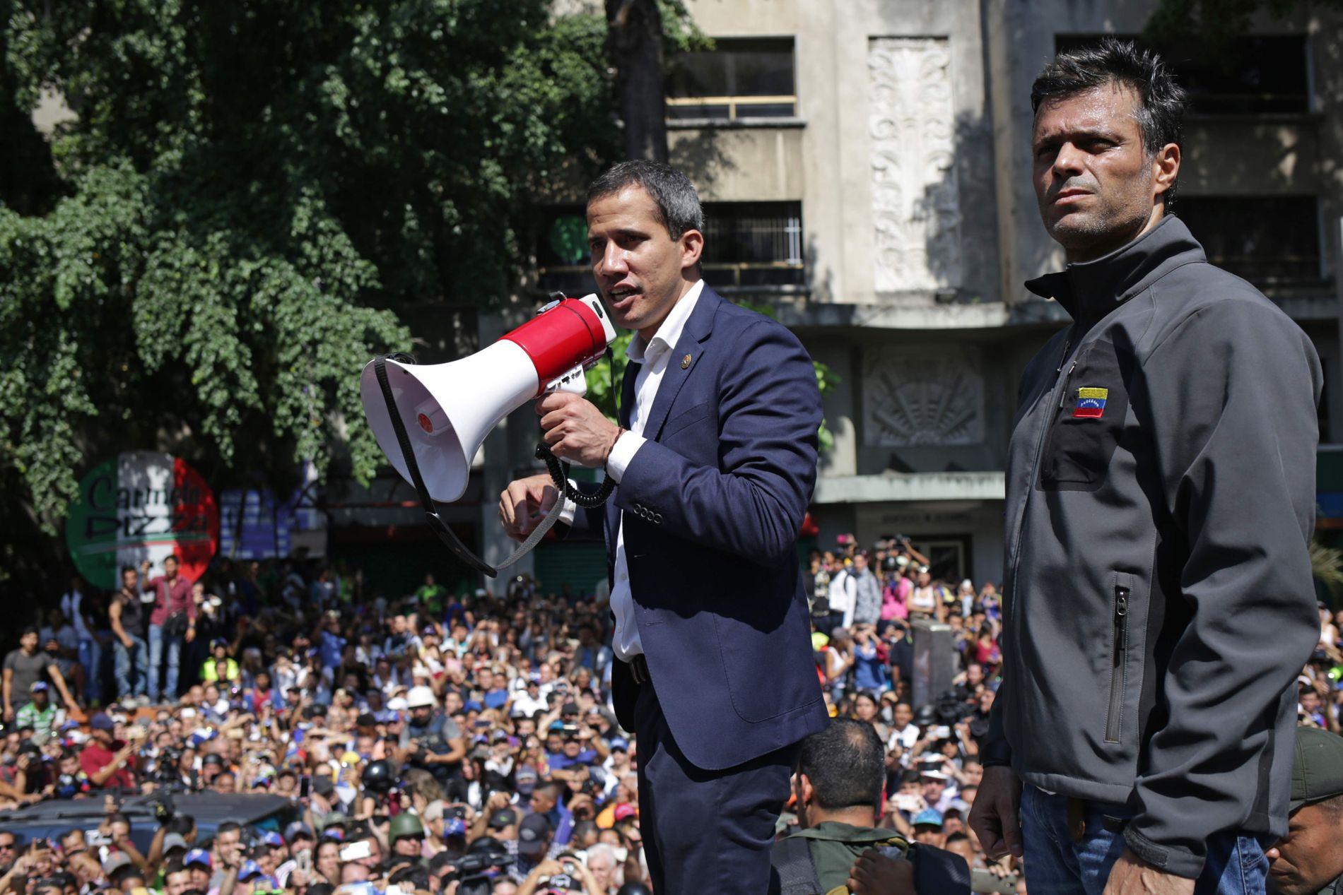 MØTTE OPP SAMMEN: Opposisjonslederne Juan Guaidó og Leopoldo Lopez under tirsdagens demonstrasjoner.