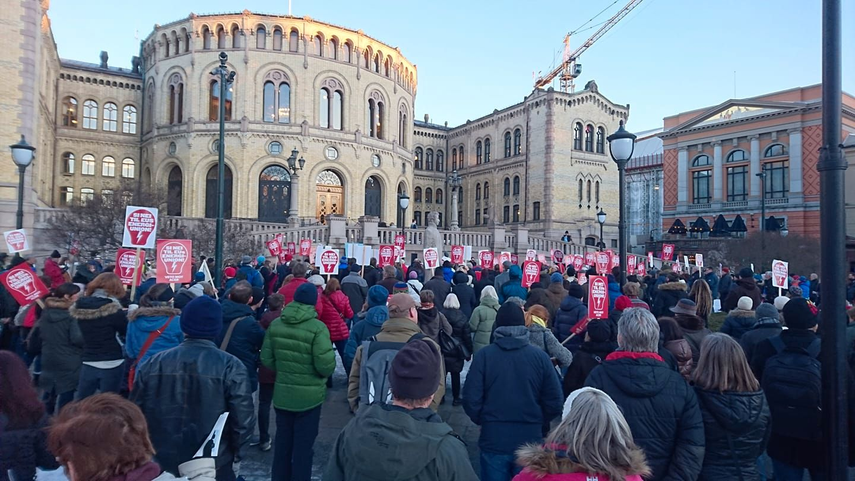 VEKKER FØLELSER:  Motstanden mot ACER har på kort tid mobilisert et folkelig engasjement, men motstanderne forstår ikke hva de demonstrerer mot, sier politikerne som ønsker EU-pakken vedtatt.