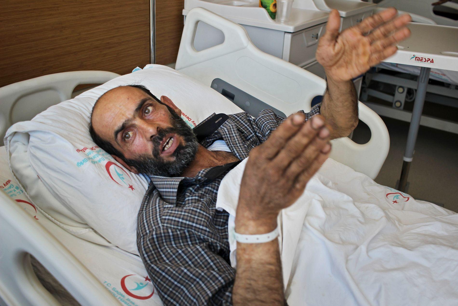 OVERLEVDE: Moustafa Az Kour overlevde de som skal ha vært et gassangrep i Syria, og velger å tolke det amerikanske angrepet mot en av flybasene til den syriske regjeringshæren som en «hevn fra gud».