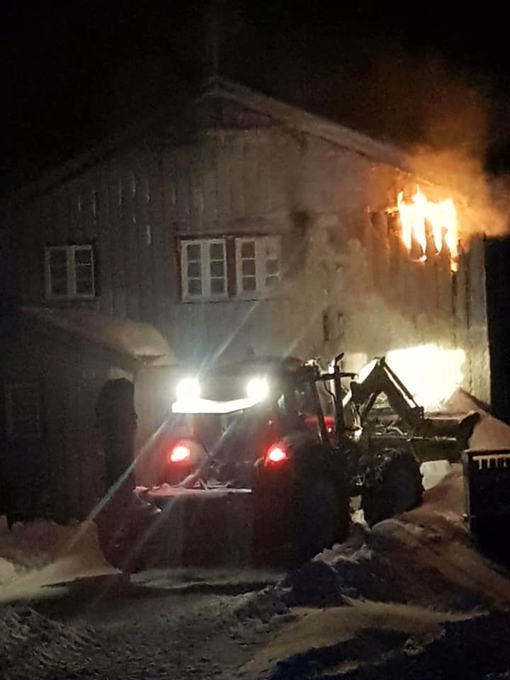 BRANN: Beboerne kom seg ut av boligbrannen uten fysiske skader.