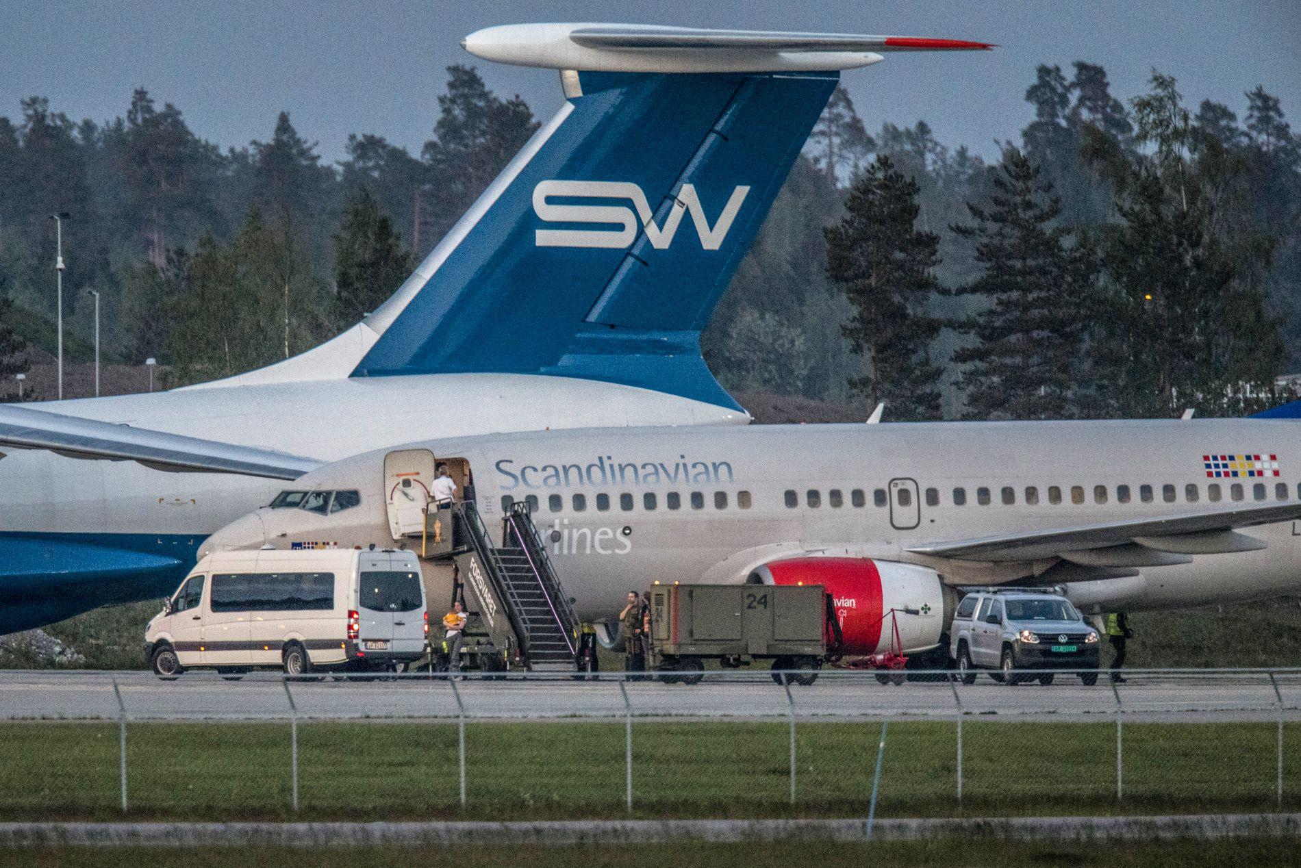 I NORGE: Flyet med de fem barna landet på Gardermoen, og parkerte på den militære delen av flyplassen.