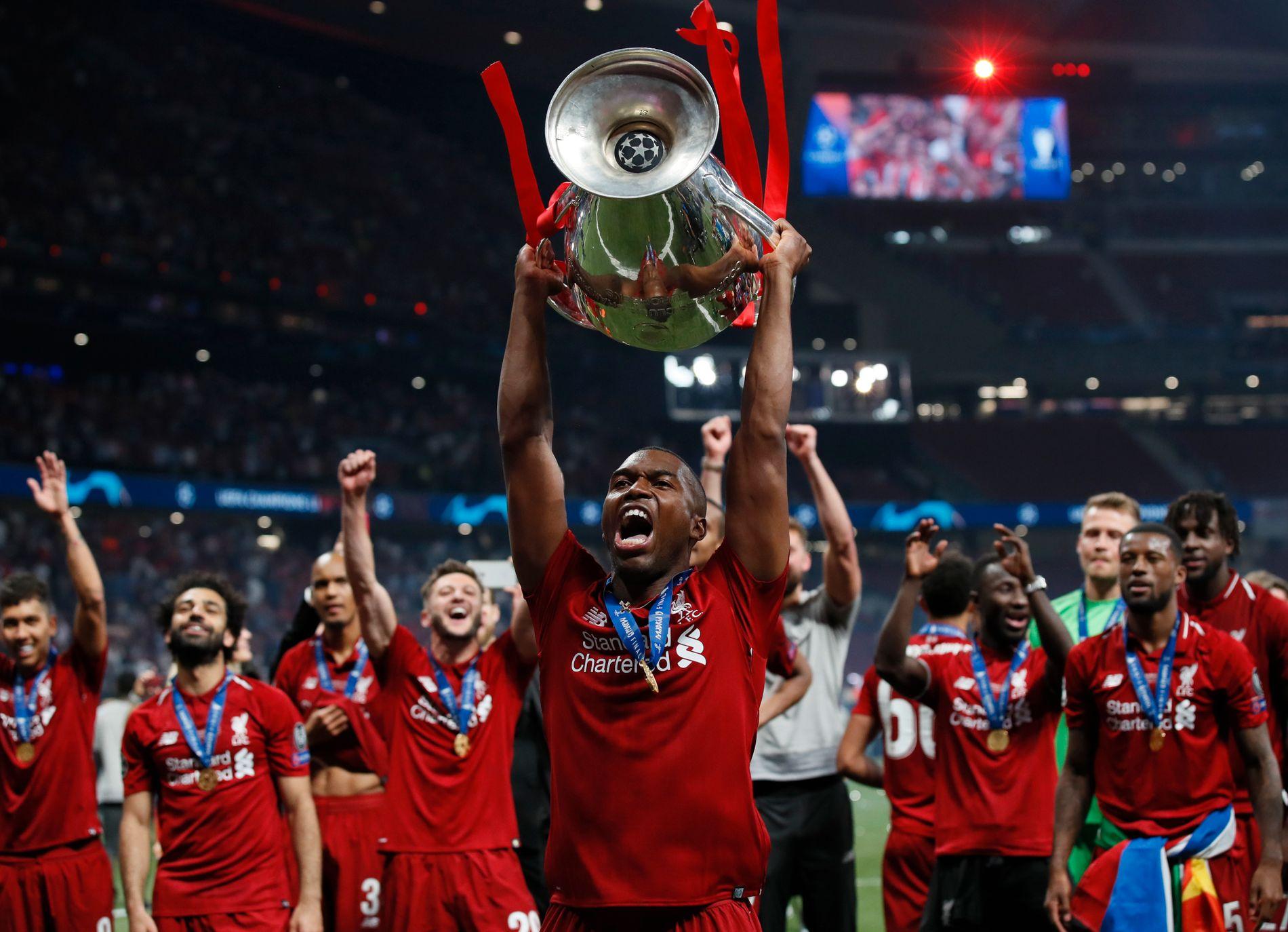 MESTER: Det siste Daniel Sturridge gjorde i Liverpool-drakt var å løfte Champions League-trofeet.