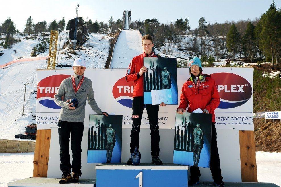 OPPTUR: Andreas Stjernen (i midten) vant NM i hopp i Molde lørdag. Philip Sjøen (t.v) kom på 2. plass og Tom Hilde kom (t.h) på 3. plass. Foto: NM Molde / NTB scanpix