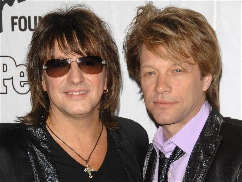ISFRONT: Stemningen er amper mellom Jon Bon Jovi og tidligere gitarist Richie Sambora. Sistnevnte hevder at Jon Bon Jovi nekter å ta ham tilbake til bandet. Foto:AP