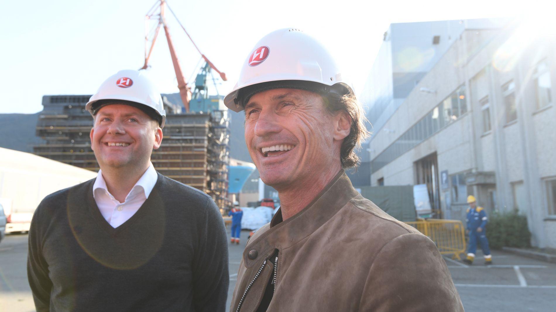 TURBO-PETTER: Stordalen eier 12 prosent av Hurtigruten, og har også, sammen med investeringsfondet TDR Capital, gått inn med 300 millioner kroner i Kleven verft. Til venstre Hurtigruten-sjef Daniel Skjeldam.
