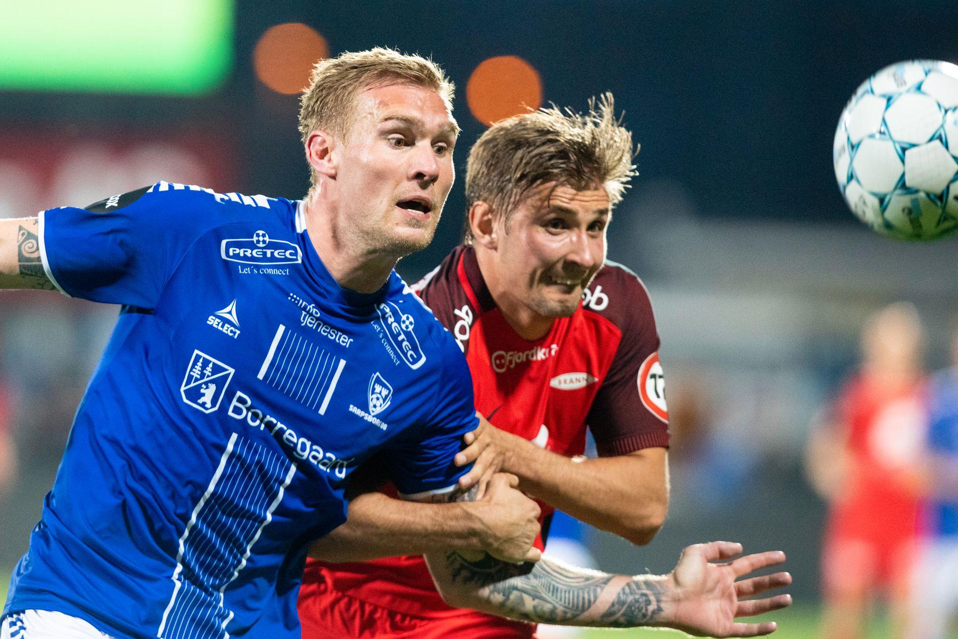 KLER HAN BLÅTT? Brann-spiller Steffen Skålevik (til høyre) i kamp med Sarpsborg-stopper Joonas Tamm fra oppgjøret i april.