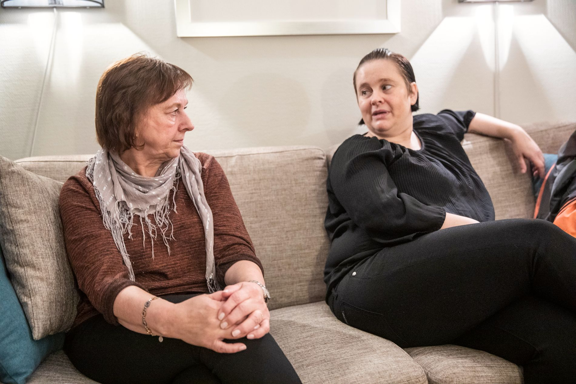 KONE OG DATTER: Anita og Christina Berg er glad for at rettssaken endelig starter.