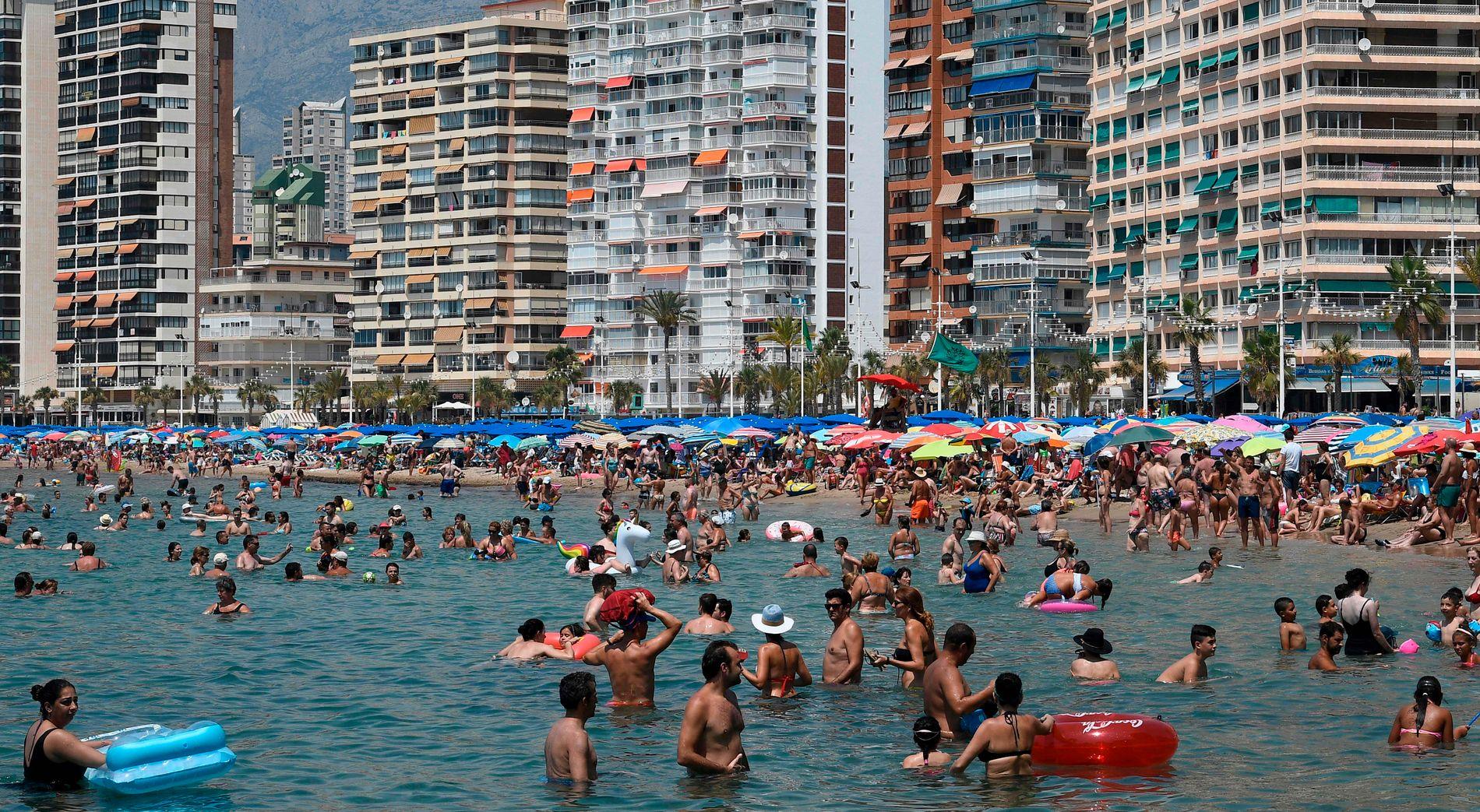 HETEBØLGE: Temperaturene i Sør-Europa har vært rekordhøye de siste dagene. Her fra Benidorm i Spania søndag.
