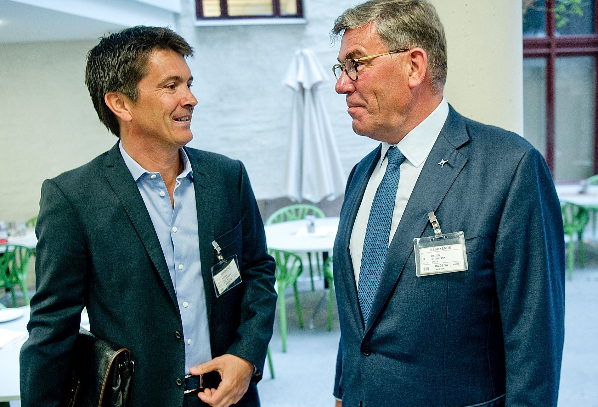 BILLIG-RÅD: Administrerende direktør i Rema 1000, Ole Robert Reitan, får klare råd fra tidligere konkurrent, Stein Erik Hagen (t.h.).