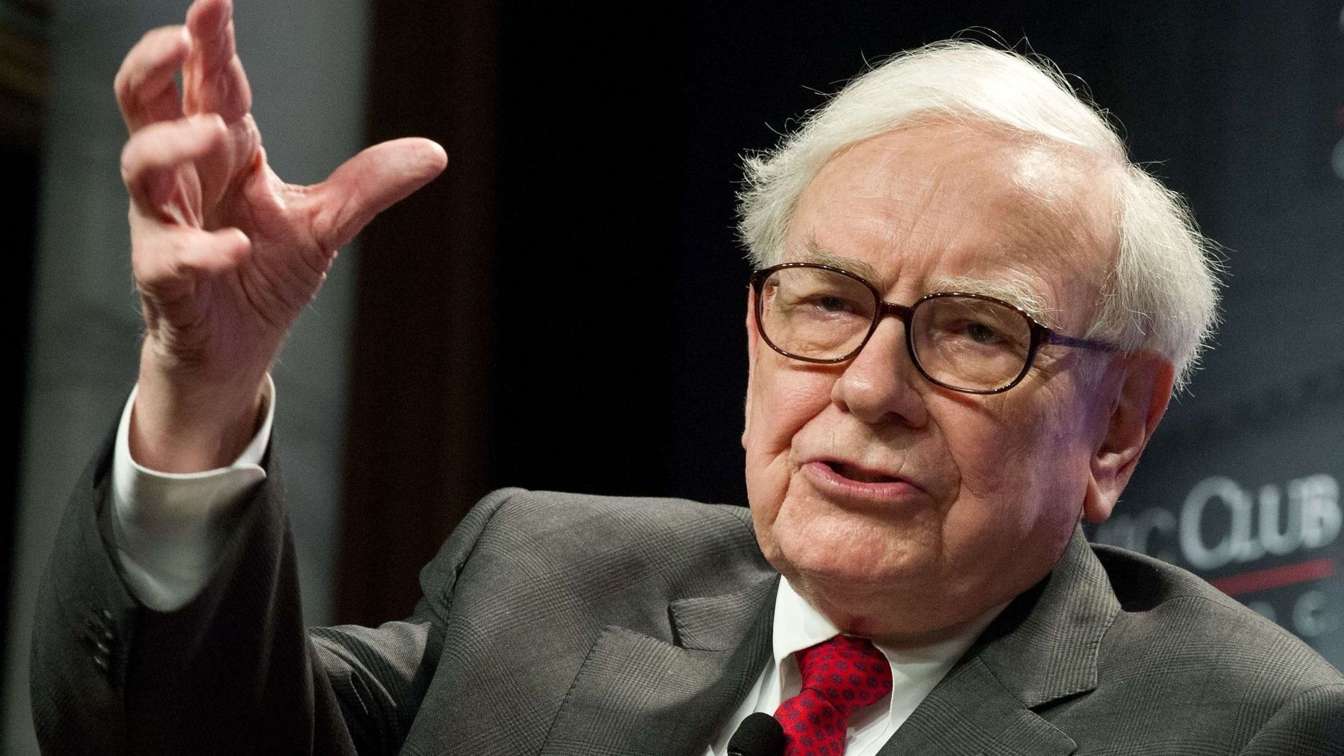 NEST RIKEST: Som 84-åring holder Warren Buffett fortsatt koken. Han har nå passert Carlos Slim på listen over verdens rikeste.
