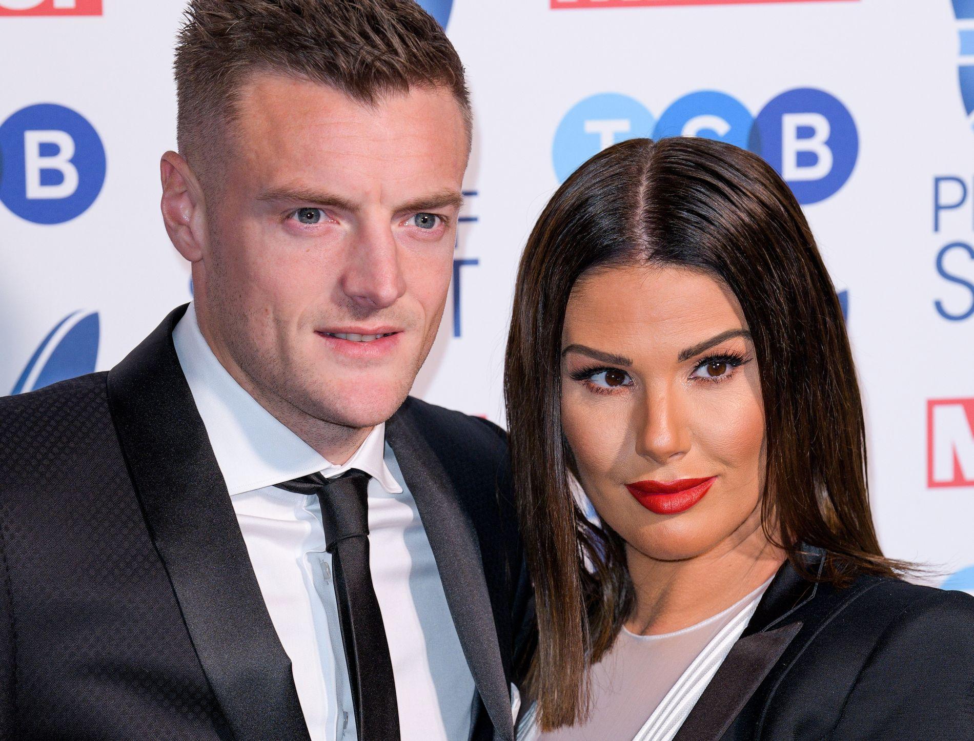 HEIMEBANE: Jamie Vardy har en Liverpool-supporter på hjemmebane; kona Rebekah.