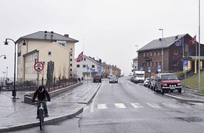 VADSØ: Det bor cirka 6000 mennesker i Vadsø, en av Norges aller nordligste byer. To unge menn har reist til Syria herfra.
