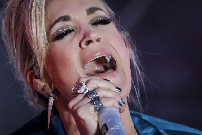 KOMMER: Countrydronningen Carrie Underwood, her på Times Square i New York nyttårsaften i fjor.