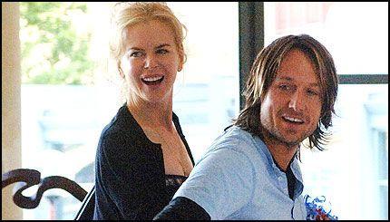 NYGIFT: Nicole Kidman (40) og Keith Urban (39) - her avbildet i fjor sommer. Foto: AP