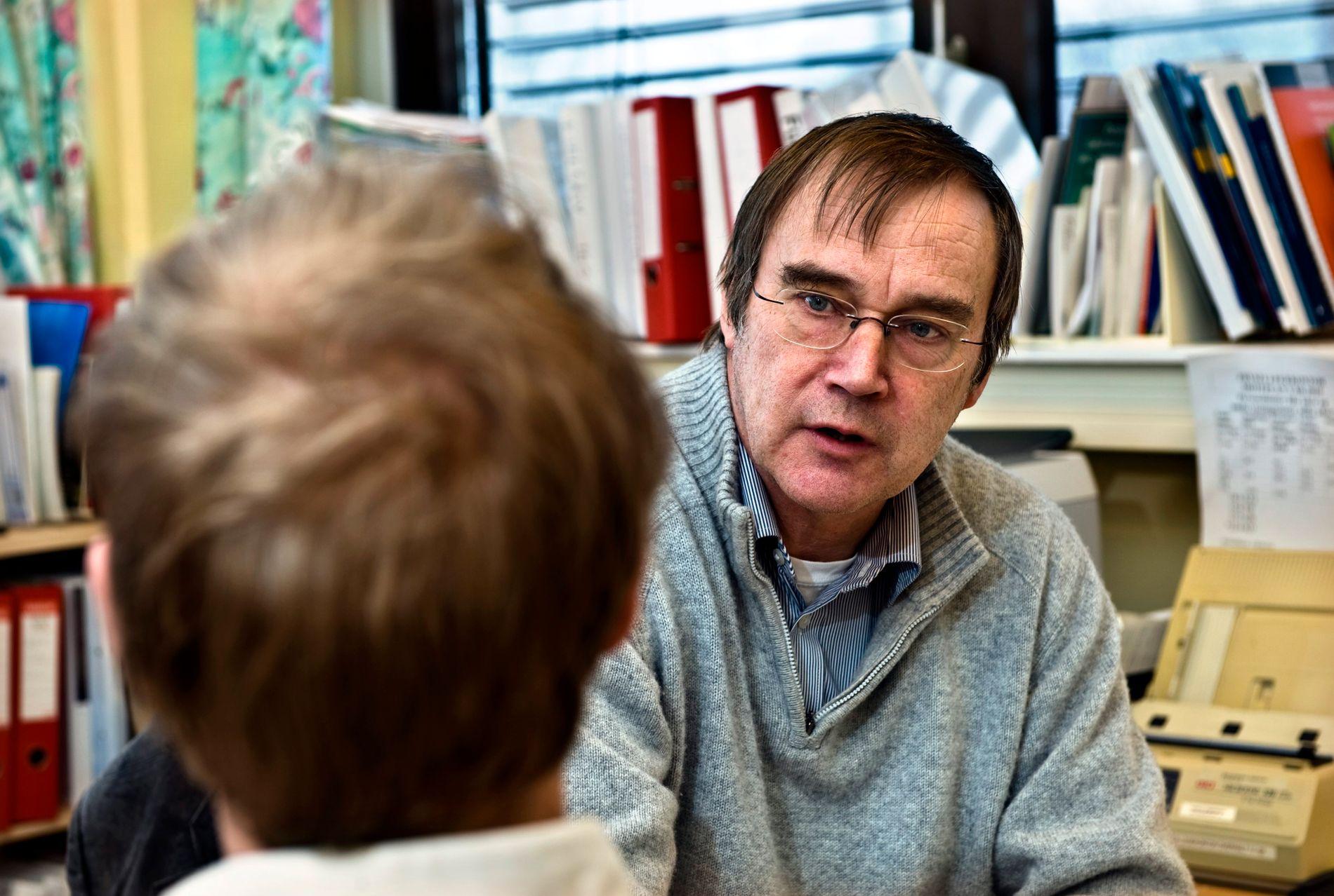 ETIKKEKSPERT: Lege Svein Aarseth i Legeforeningen tar sterk avstand til mirakelpredikantenes metoder.