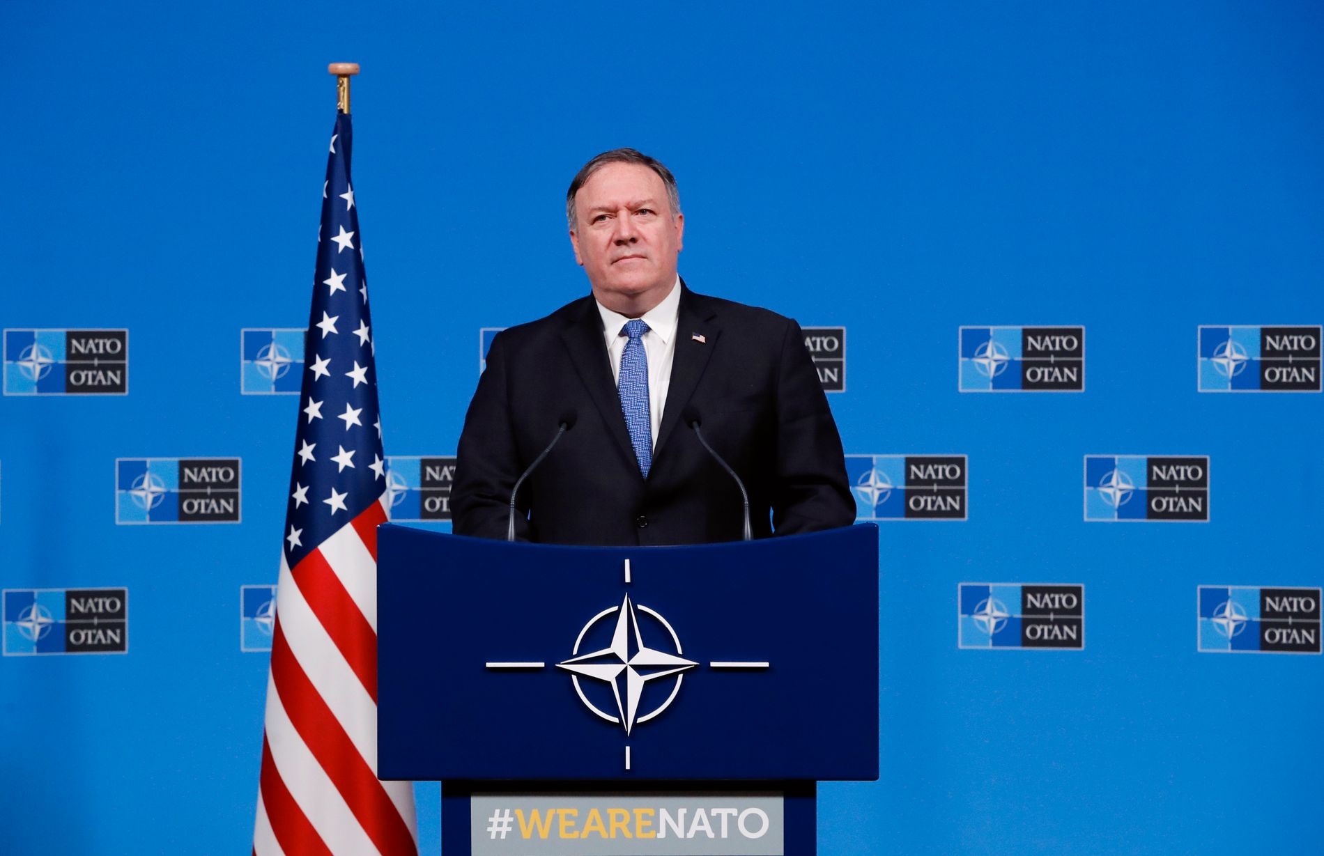 REAGERER: Den amerikanske utenriksministeren Mike Pompeo under en pressekonferanse i Brussel tirsdag.