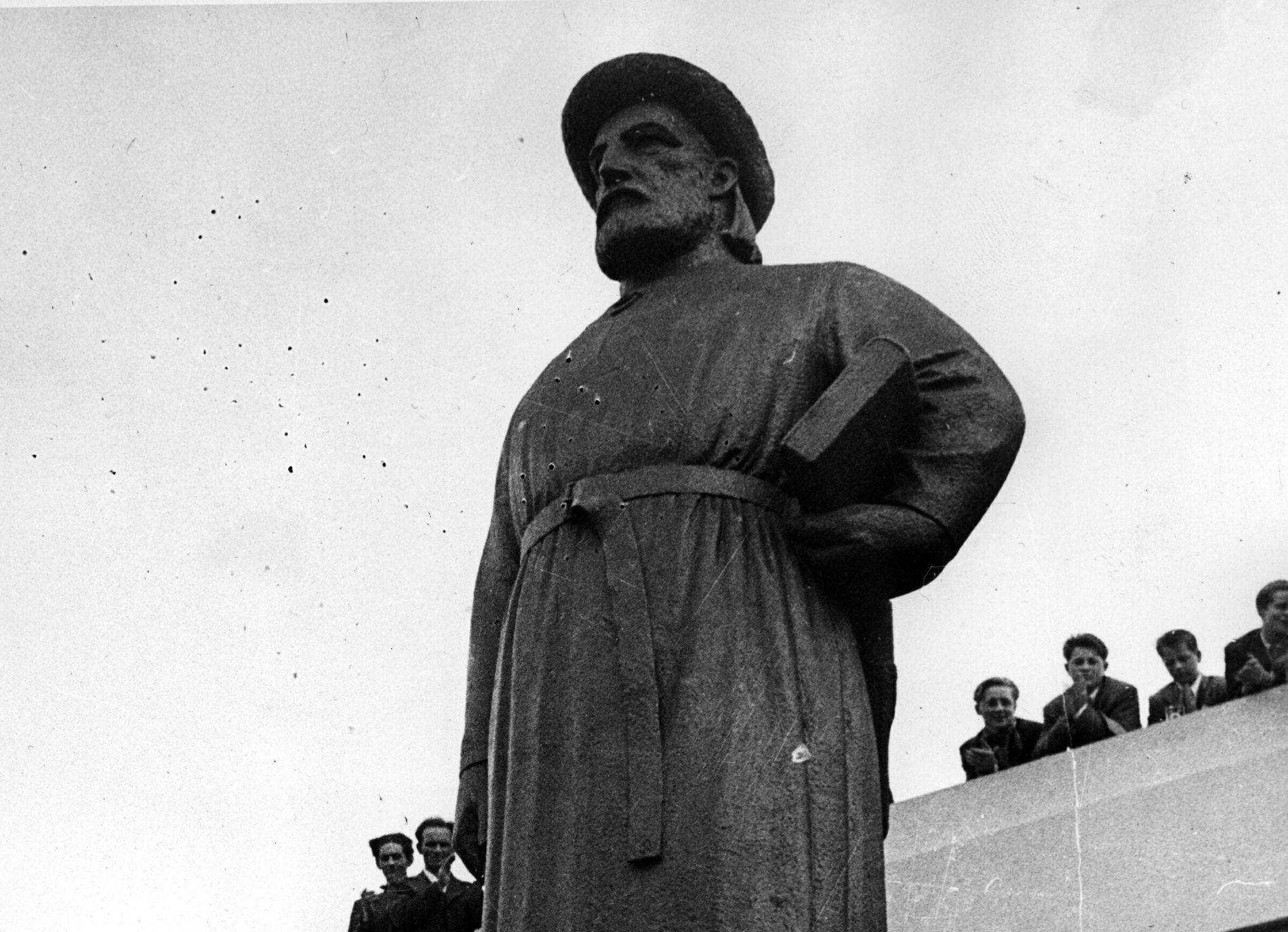 SNORRE: Reaksjonene er sterke på forslaget om at norske elever skal lære mindre om Snorre Sturlason og annen norrønt litteratur. Her er en statue av Snorre i Reykjavik.
