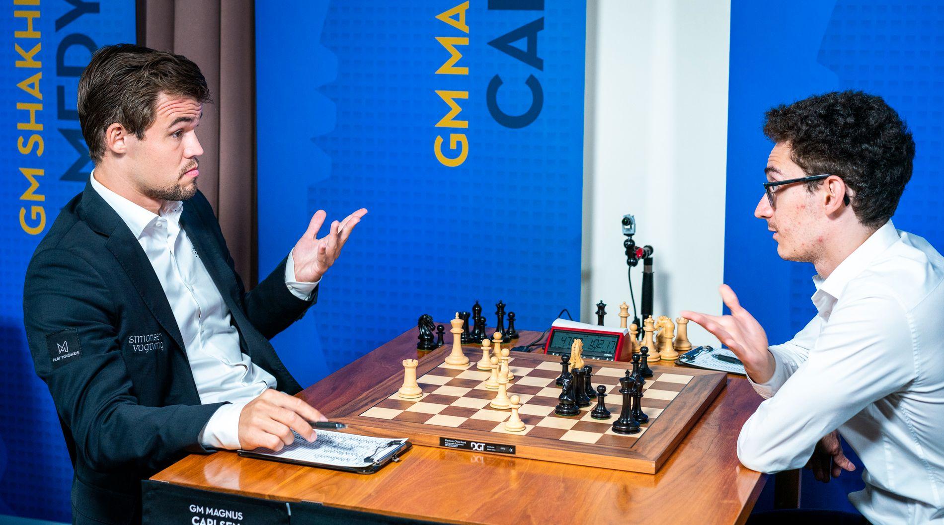 SISTE MØTE: Magnus Carlsen og Fabiano Caruana etter sitt parti i Sinquefield Cup sist helg.