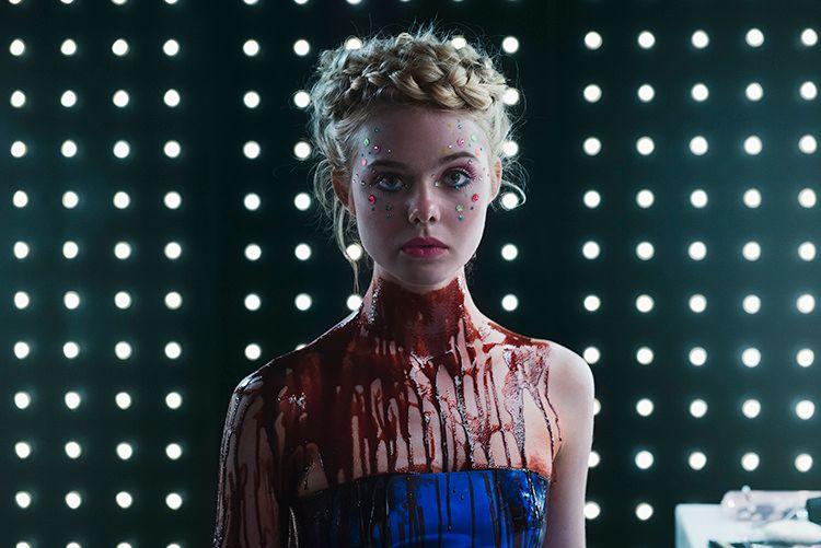 MODELLESTETIKK a la Nicolas Winding Refn: Elle Fanning i «The Neon Demon».