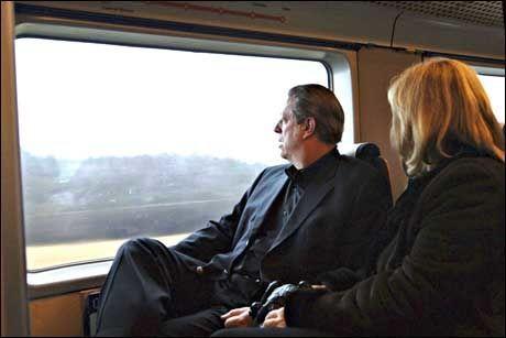 TOK TOGET: Al Gore og kona Tipper mente flytoget var en meget behagelig og rask måte å reise på. Foto: Ken Opprann/Nobelinstituttet/Scanpix
