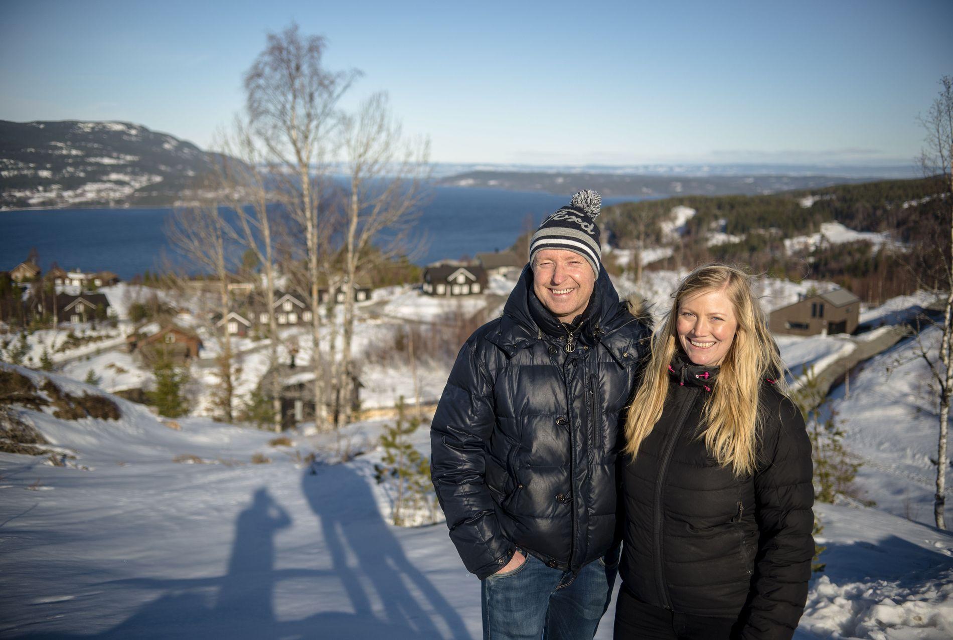 PÅ FJELLET: I 2015 kjøpte ekteparet Tormod og Heidi Strand Tvinnereim hytta på Mjøsli. De bruker den så ofte som mulig, og elsker at stedet har både fjell og fjord.