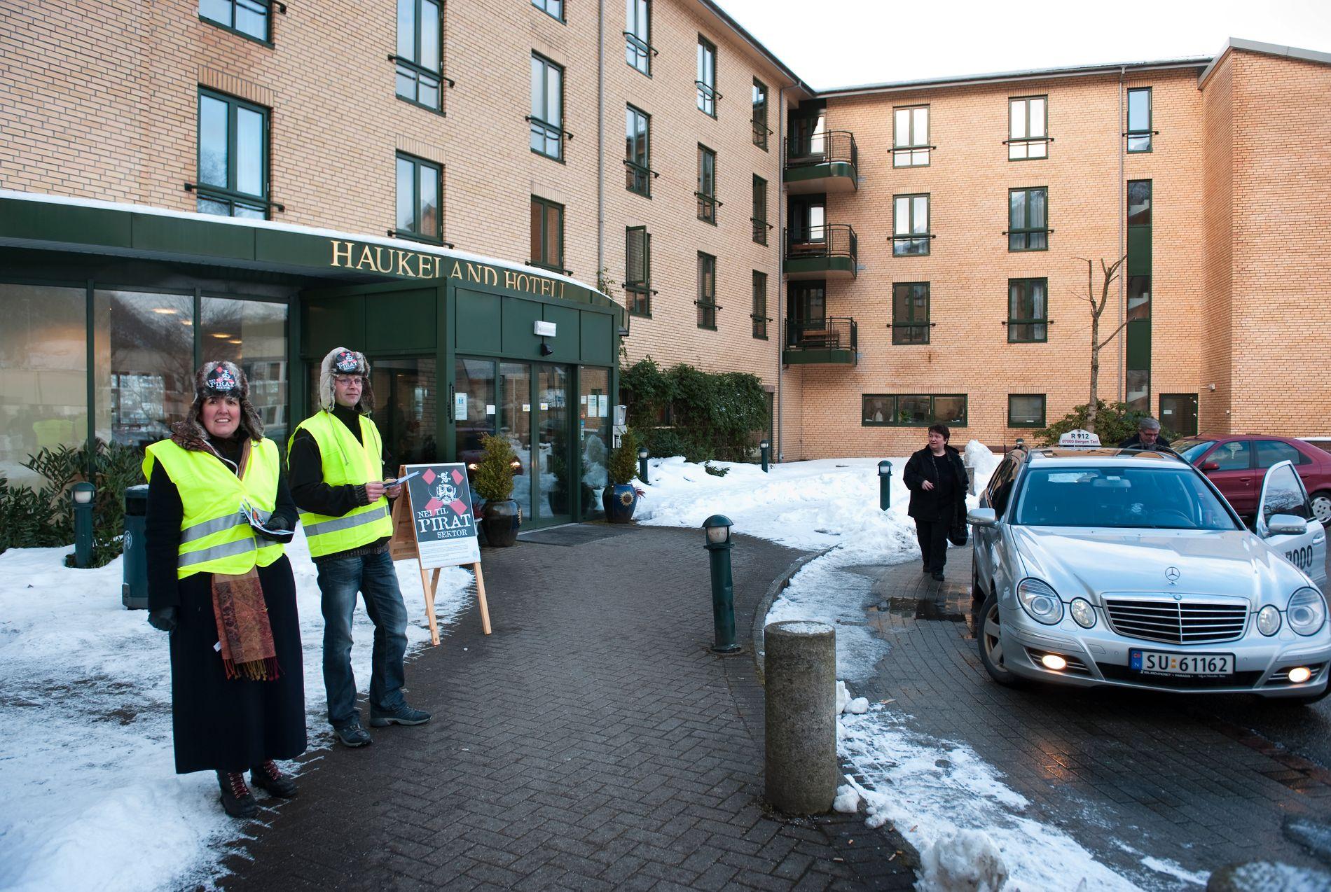 RAMMES: For andre gang må Haukeland hotell stenge som følge av streik. Dette bilde er fra streiken i 2010, da NHO service streiket.