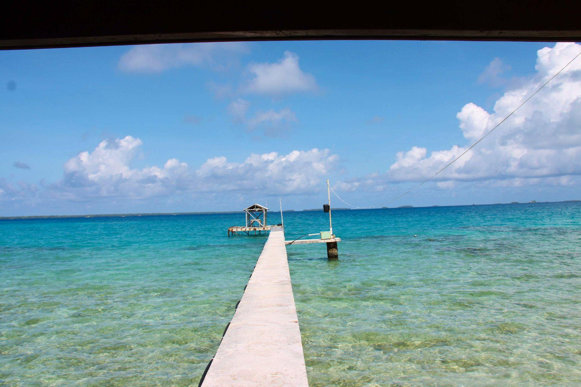 MARKLUNDS PARADIS: Med denne utsikten skrev Liza Marklund romanen «Perlefarmen» på stillehavsøyen Manihiki.