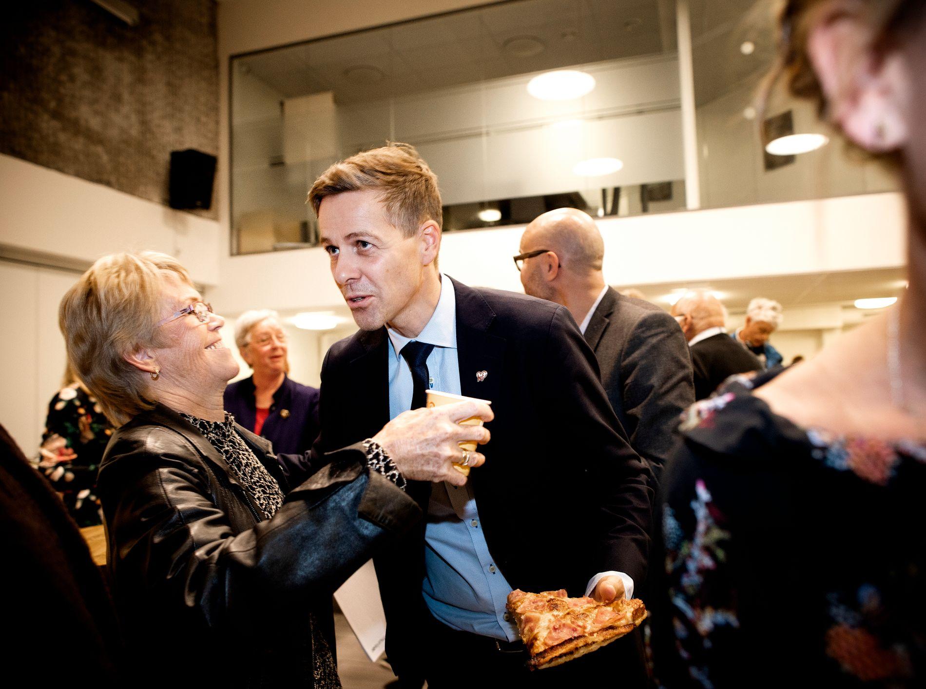 VELGERNE FOR AP: 75 prosent av KrFs egne velgere ønsker at partiet skal gå inn i et eventuelt regjeringssamarbeid med Arbeiderpartiet, ifølge VGs siste måling. I kveld var Knut Arild Hareide på folkemøte i Agder KrF.