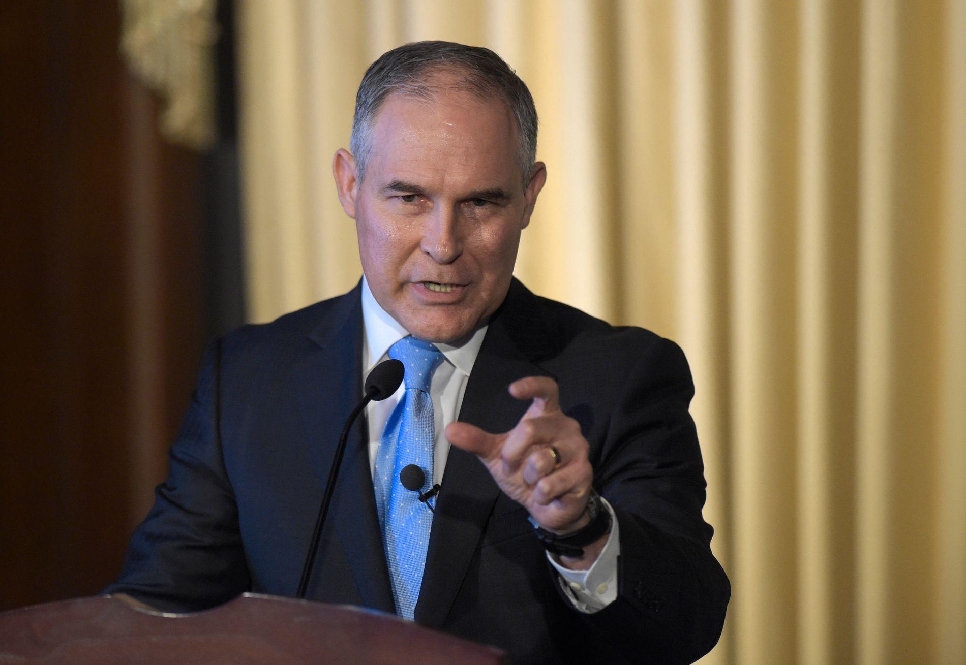 IKKE KLIMA FØRST: Kravet om rapportering av metanutslipp var en byrde for næringslivet, mener EPAs nye sjef Scott Pruitt. Foto: Susan Walsh / AP / NTB scanpix