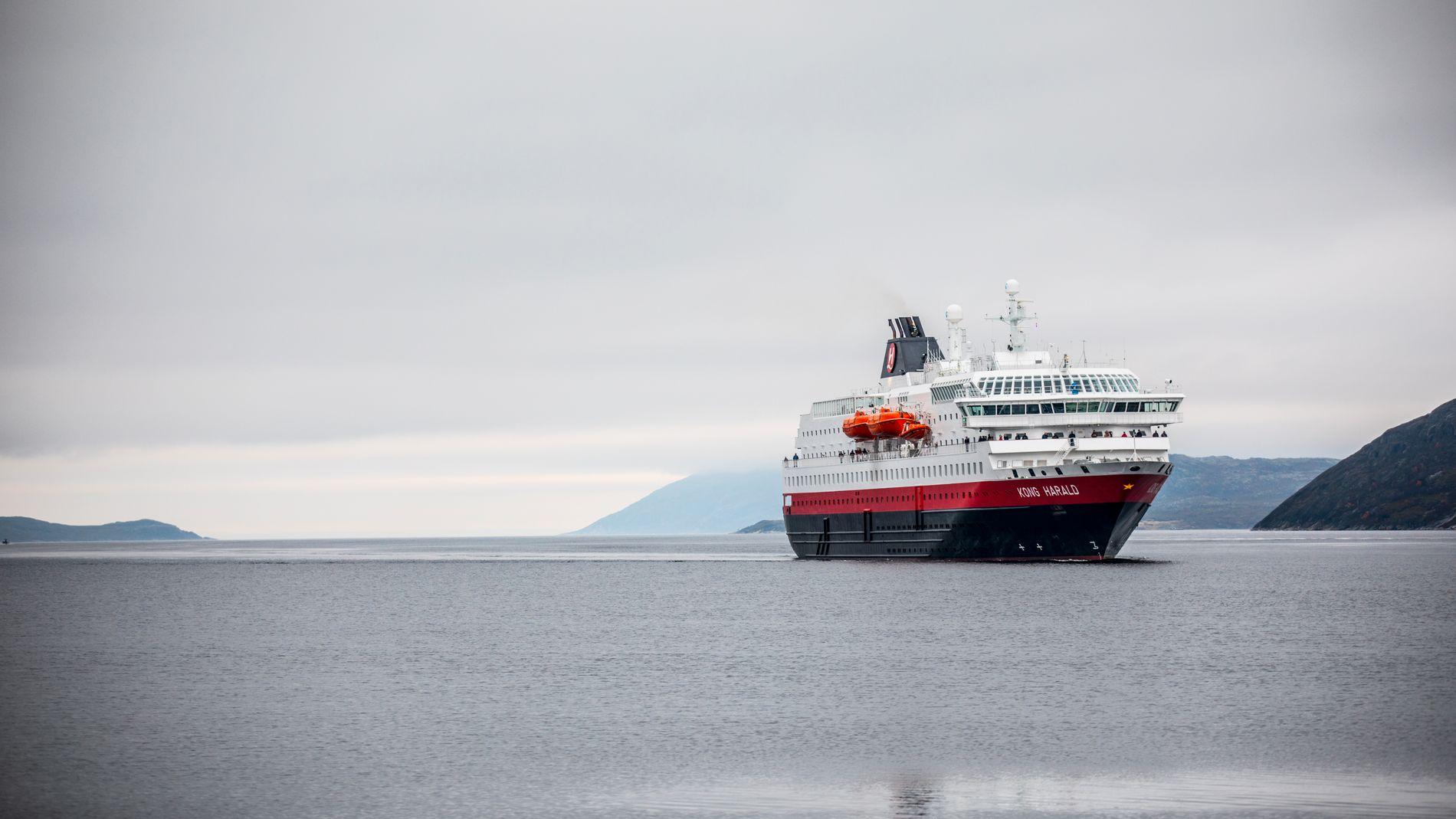 Hurtigruten vil fortsette å drive kystruten Bergen-Kirkenes.