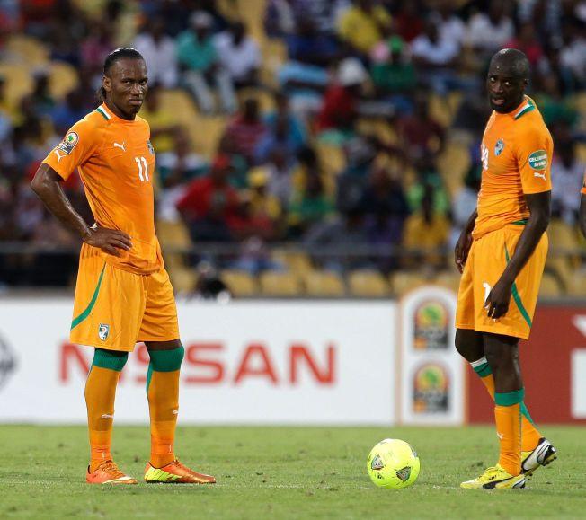 DE TO STORE: Didier Drogba har prøvd en rekke ganger, men ikke greid å lede Elfenbenskysten til noen stor triumf. Nå er han borte, og Yaya Touré (til høyre) er den nye ledestjernen. Her er de to under kvartfinalen mot Nigeria i Afrikamesterskapet i 2013, der Nigeria vant 2-1.