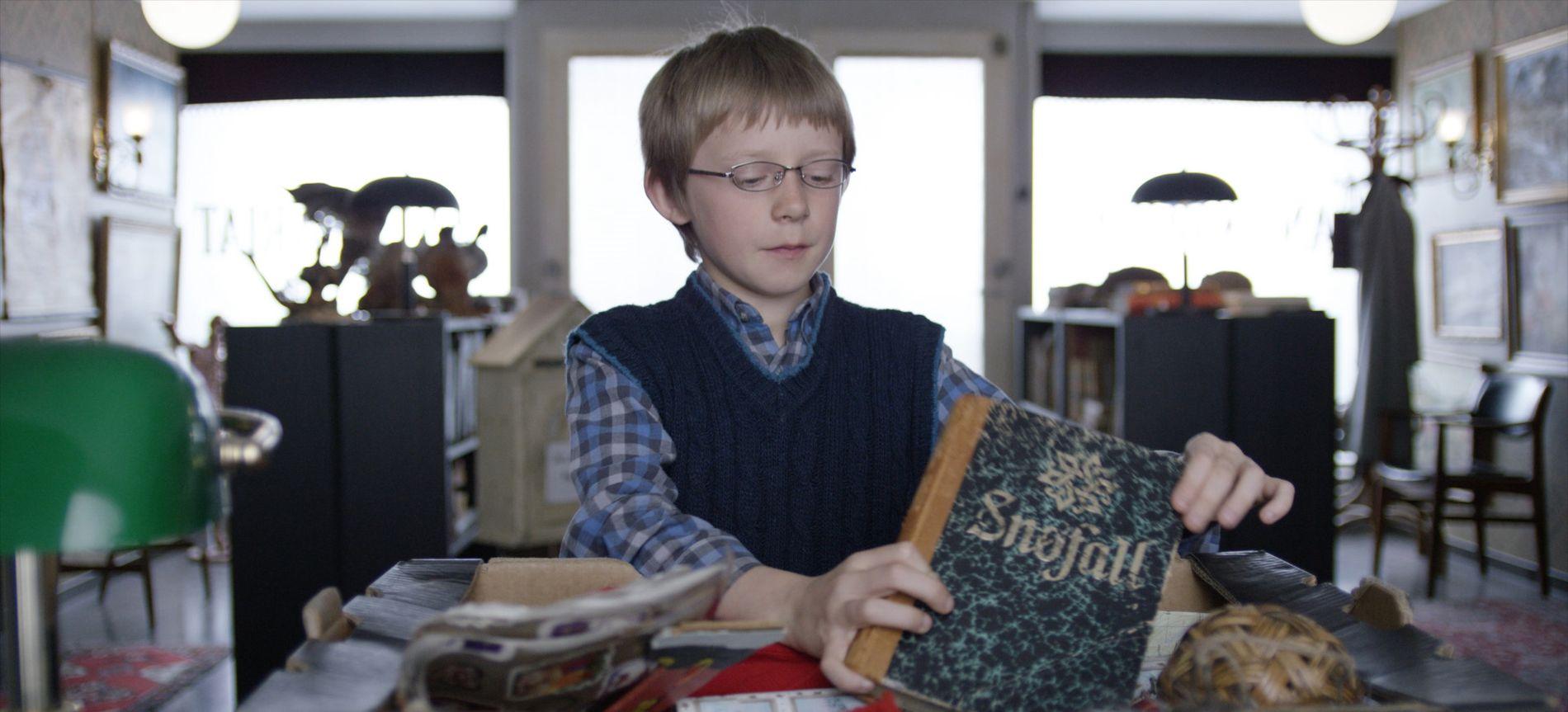 SMART VENN: Håkon (Even Akre) blir Selmas nabo og er en forkjemper for julen og julenissen.
