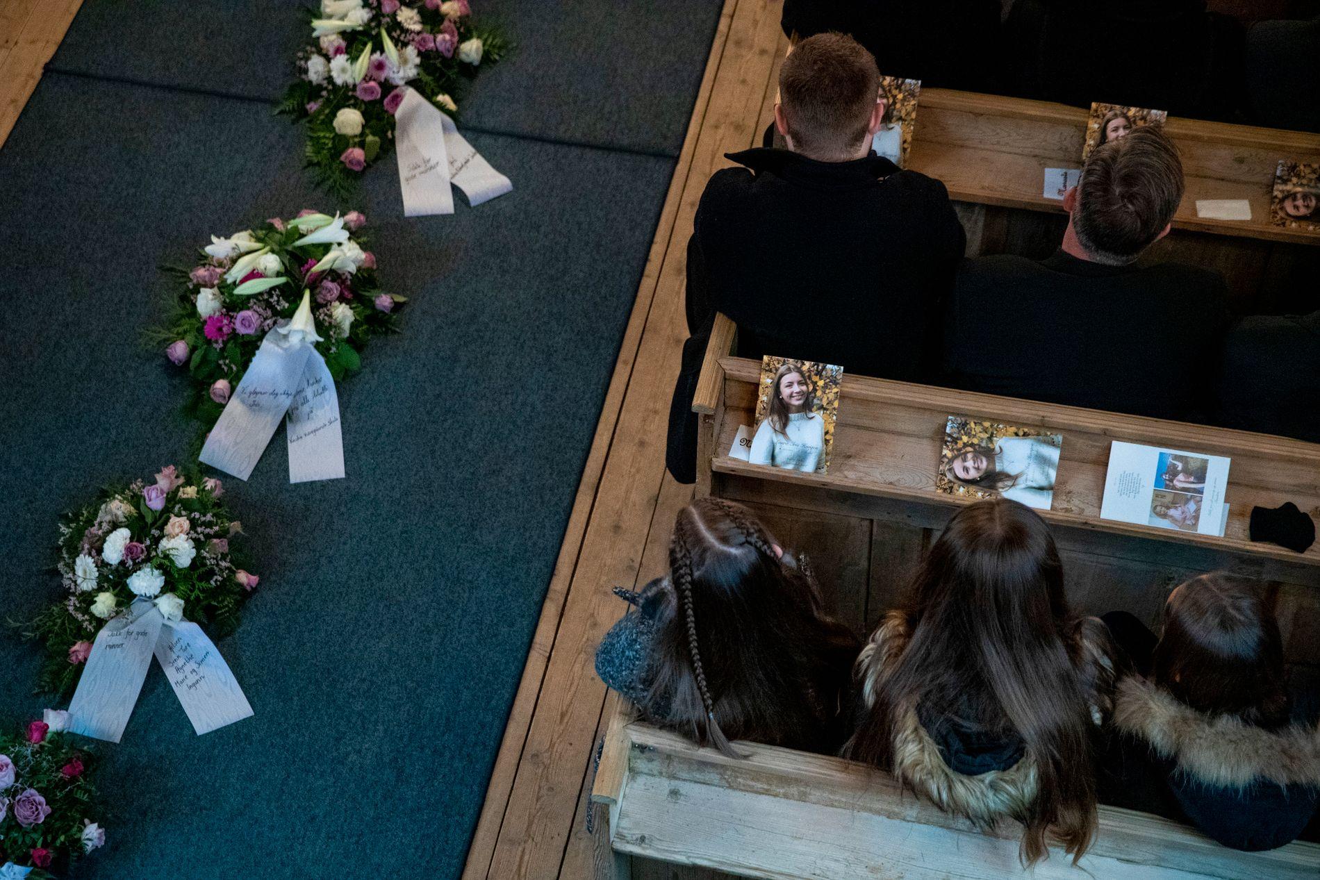 TOK FARVEL: En fullsatt Sødorp kirke på Vinstra tok farvel med 16 år gamle Laura Iris Haugen 14. november i fjor.