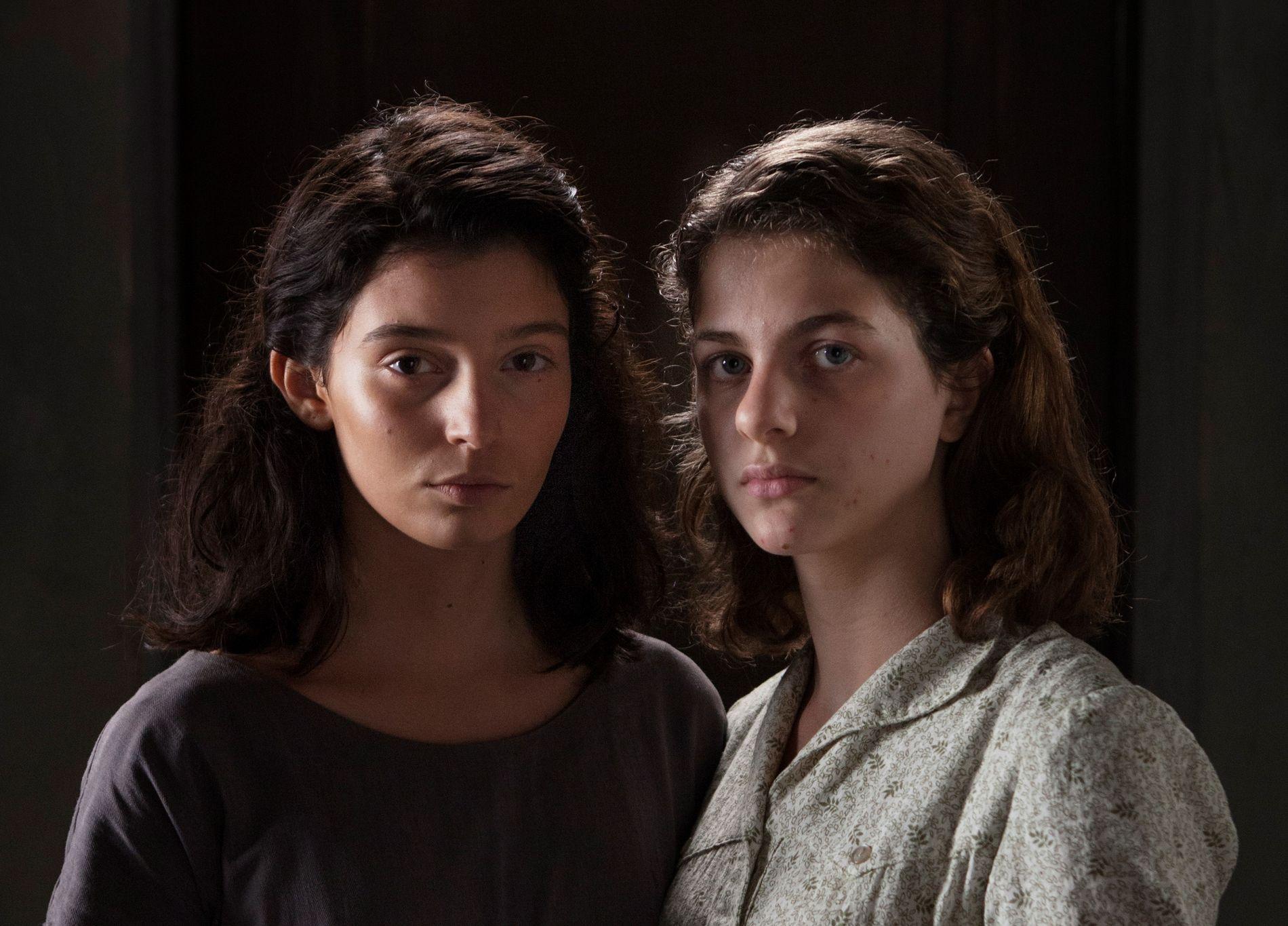 TENÅRINGER: Her er Gaia Girace (f.v), som spiller Lila, og Margherita Mazzucco som spiller Elena.Foto: HBO Nordic