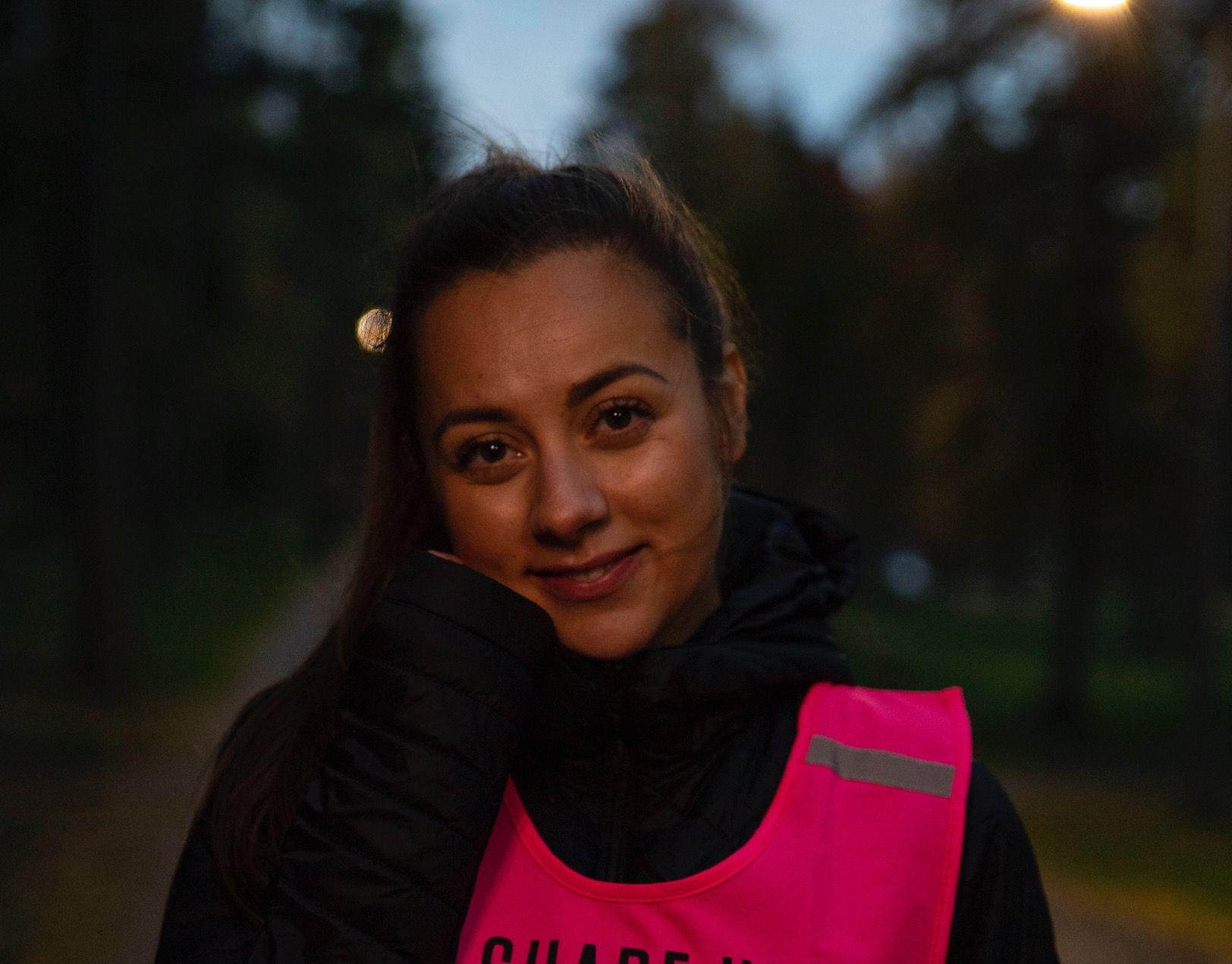 REDD I MØRKET: – Det er så kjipt at jeg ikke klarer å nyte treningsøkta utendørs etter at det har blitt mørkt. Jeg som elsker å trene ute i frisk luft kryper kjapt inn på treningssenteret med det samme mørket melder sin ankomst, skriver Hanna Sundquist.