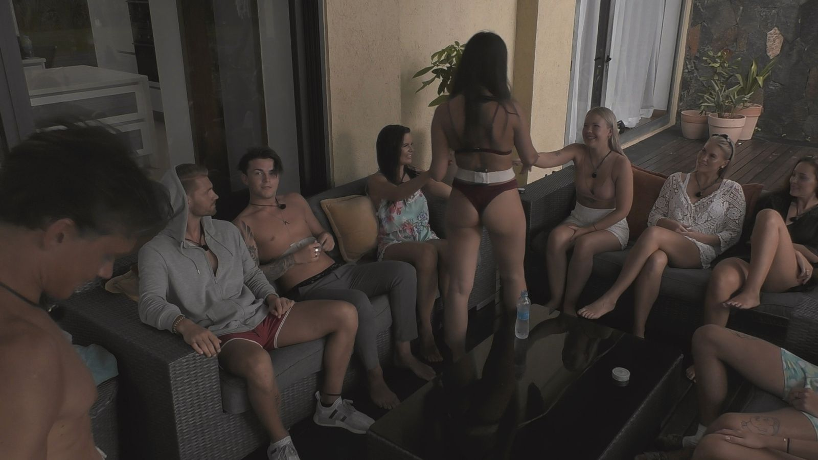 MYE FESTING: Det ble mye alkohol for deltagerne under innspillingen av «Ex on the beach».