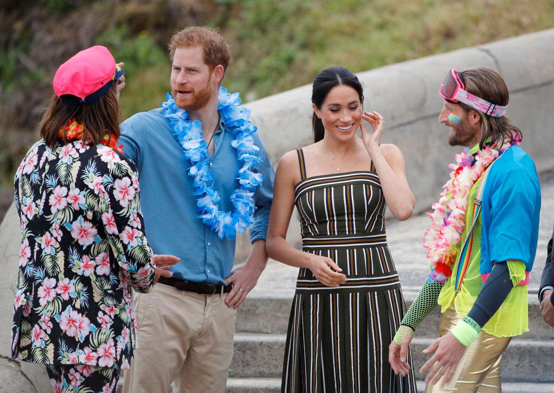 AUSTRALIA: Prins Harry og gravide Meghan på et surfearrangement i Sydney fredag i forrige uke.