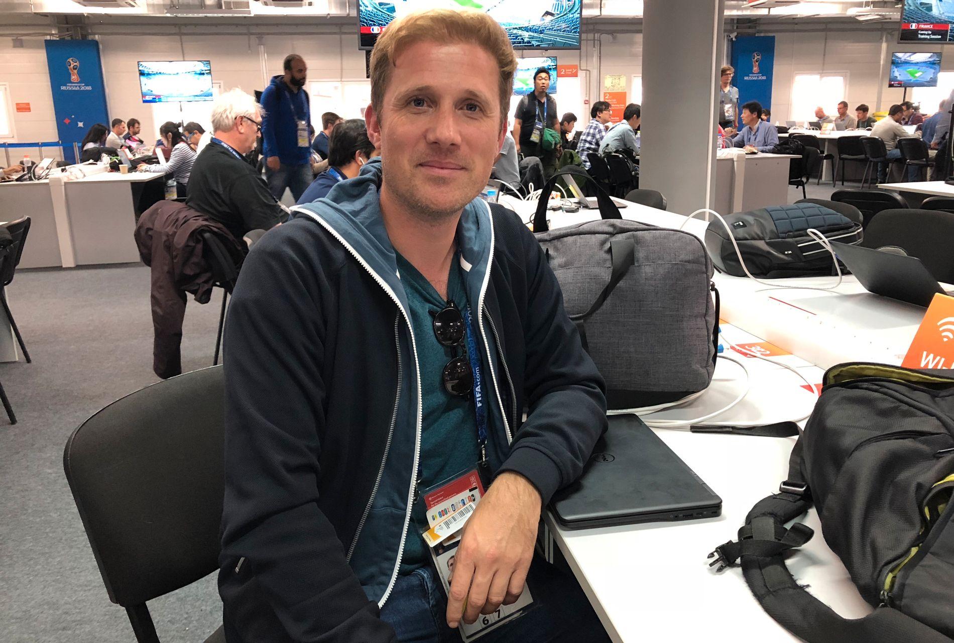 PLAGER DESCHAMPS: L'Équipe-journalist Vincent Garcia bruker mye tid på å prøve å avsløre Frankrikes startoppstillinger i VM.
