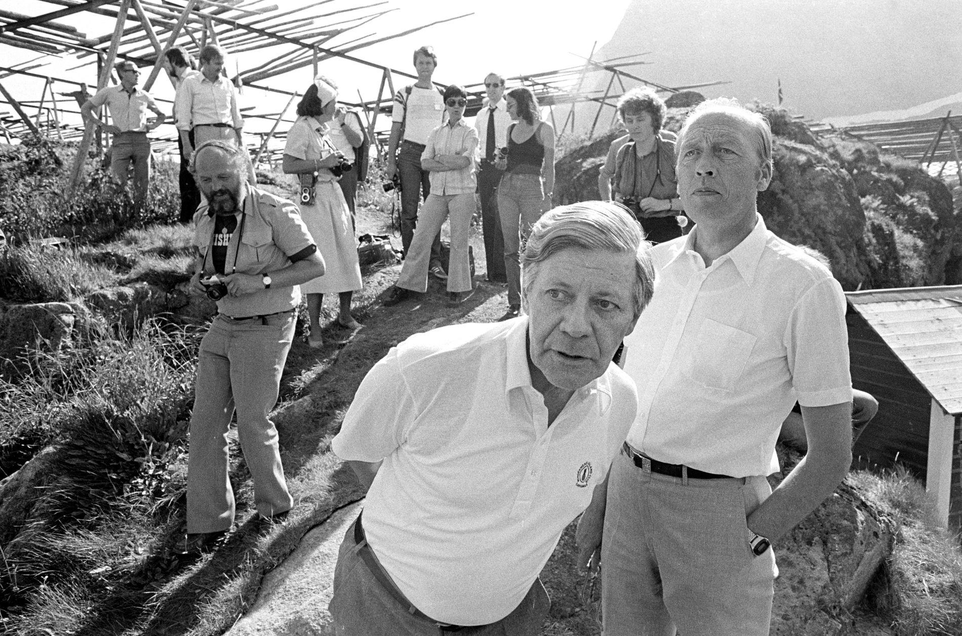 STORFINT BESØK: Forbundskansler Helmut Schmidt sammen med statsminister Odvar Nordli under et besøk i Lofoten i 1979.