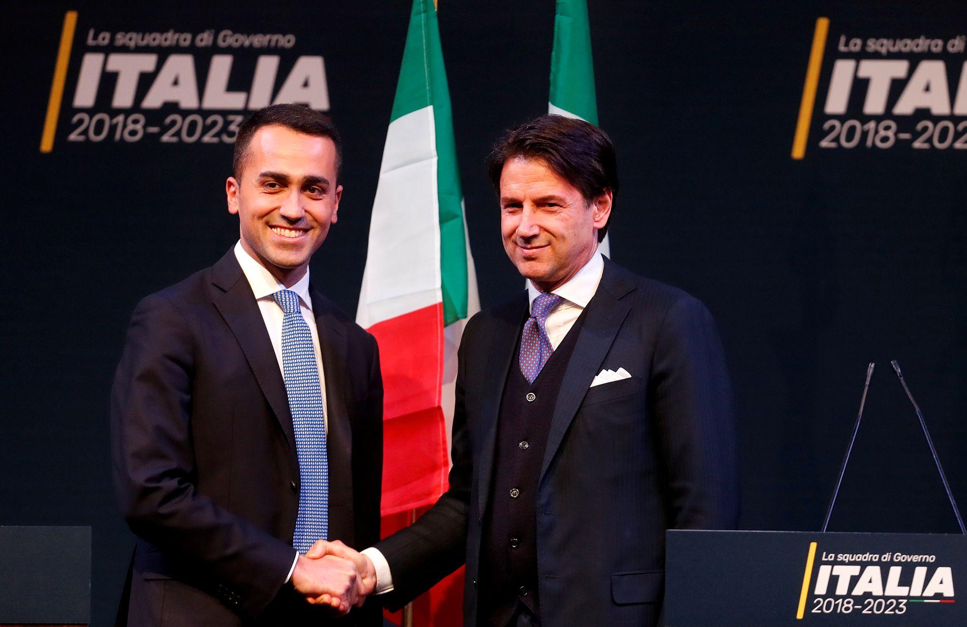 VANT: Luigi Di Maio i Femstjernersbevegelsen sammen med statsministerkandidat Giuseppe Conte før valget i mars.