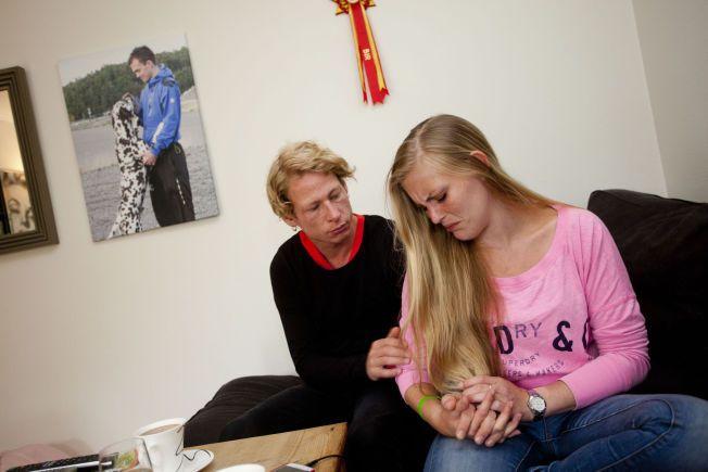 VONDT: Ida Goksøyr har funnet støtte i kjæresten Joachim Røsvik Skjervum (31) etter at hun mistet sin 26 år gamle bror Andreas i organkø. Leiligheten tilhørte hennes bror, men i vår kjøpte Ida den av sine foreldre.
