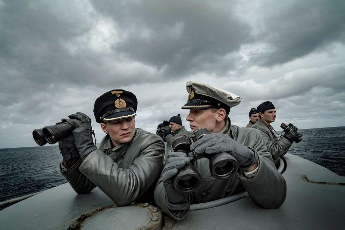 TYSKE: Ubåtkaptein Klaus Hoffmann prøver å leve opp til sin berømte fars rykte, mens nestkommanderende Tennstedt følger ham med argusøyne.