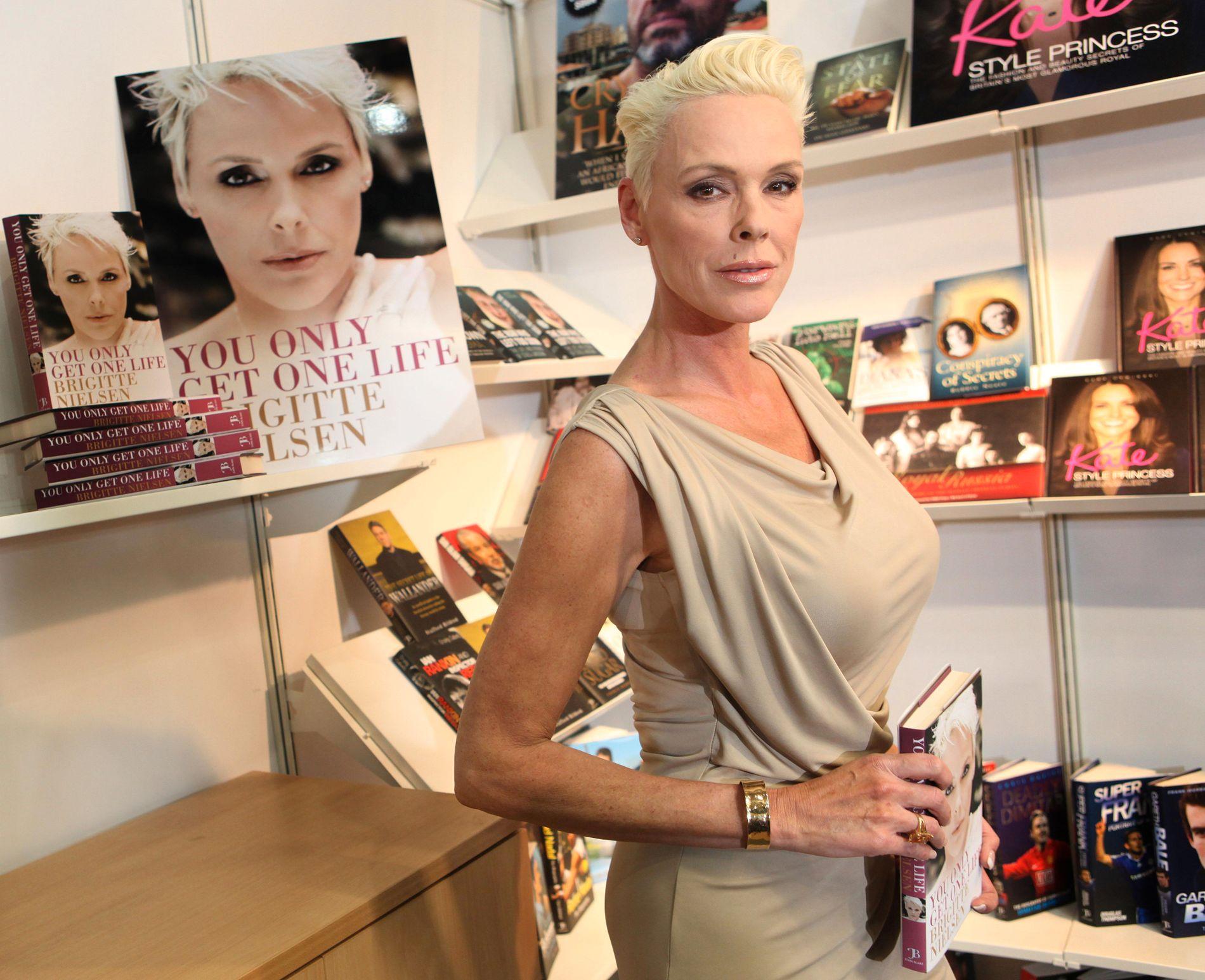 SNAKKER UT: Den danske skuespilleren Brigitte Nielsen har vært gift fem ganger, har like mange barn, men møtte motstand da den siste babyen kom til verden.