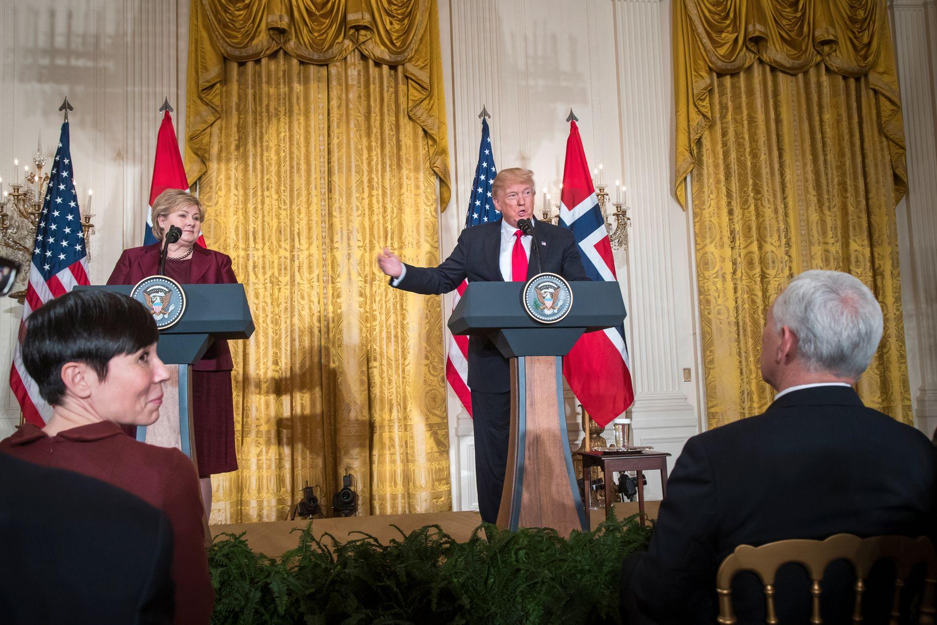 KONTROVERSIELL: Utenriksminister Ine Marie Eriksen Søreide (H) lytter til Donald Trump og Erna Solberg under en pressekonferanse i Washington D. C. i januar.