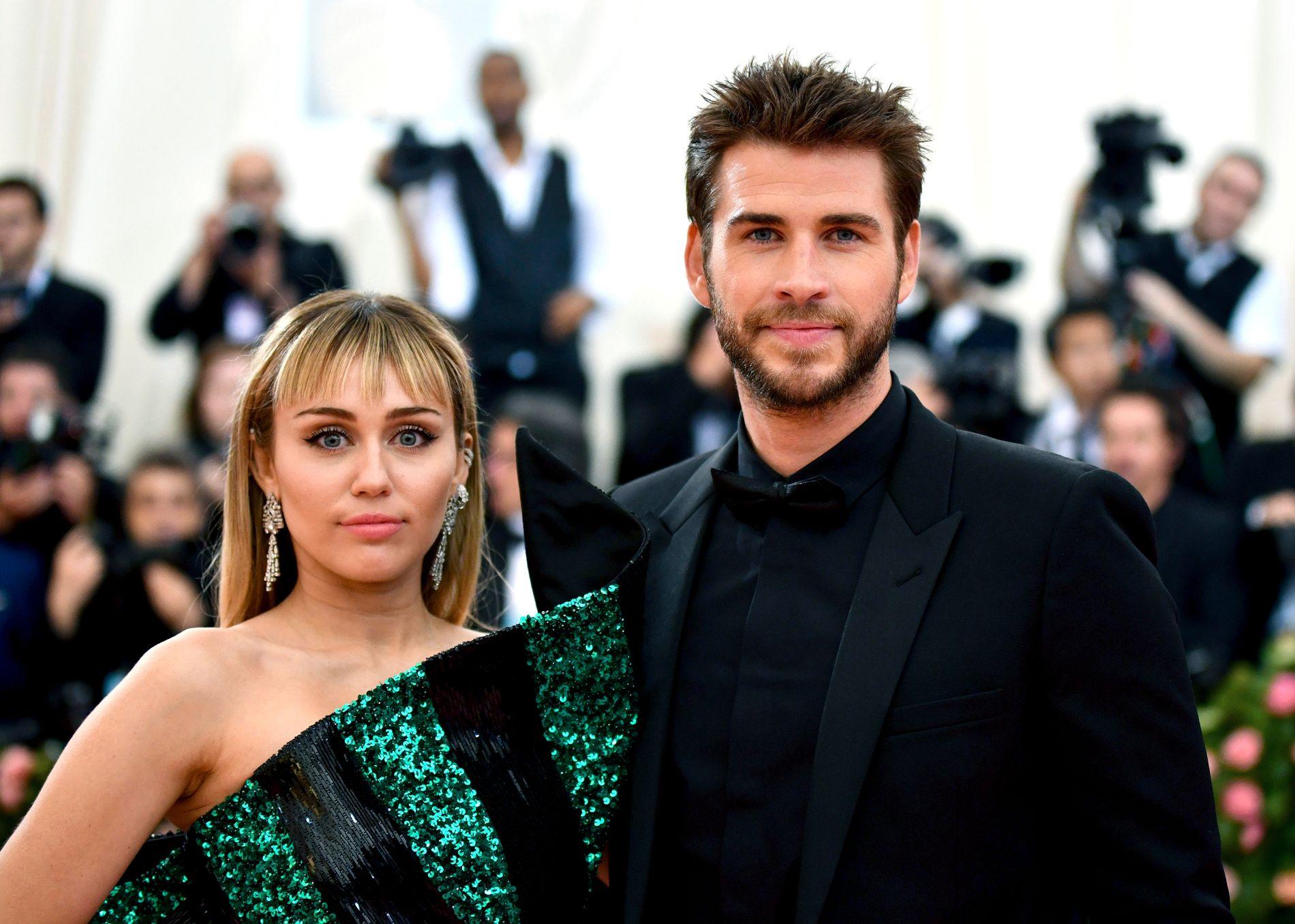 Miley Cyrus og Liam Hemsworth på gallaen The Metropolitan Museum of Art's Costume Institute benefit gala i New York. Nå er det offisielt over mellom de to. Foto: Charles Sykes / Invision / AP / NTB scanpix