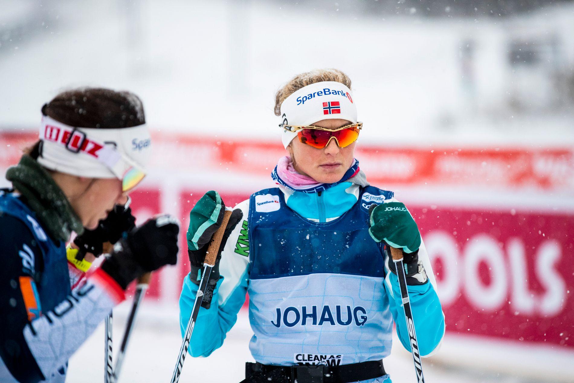 TILDEKT: Therese Johaug med teipet oppvarmingsnummer på trening i dag.