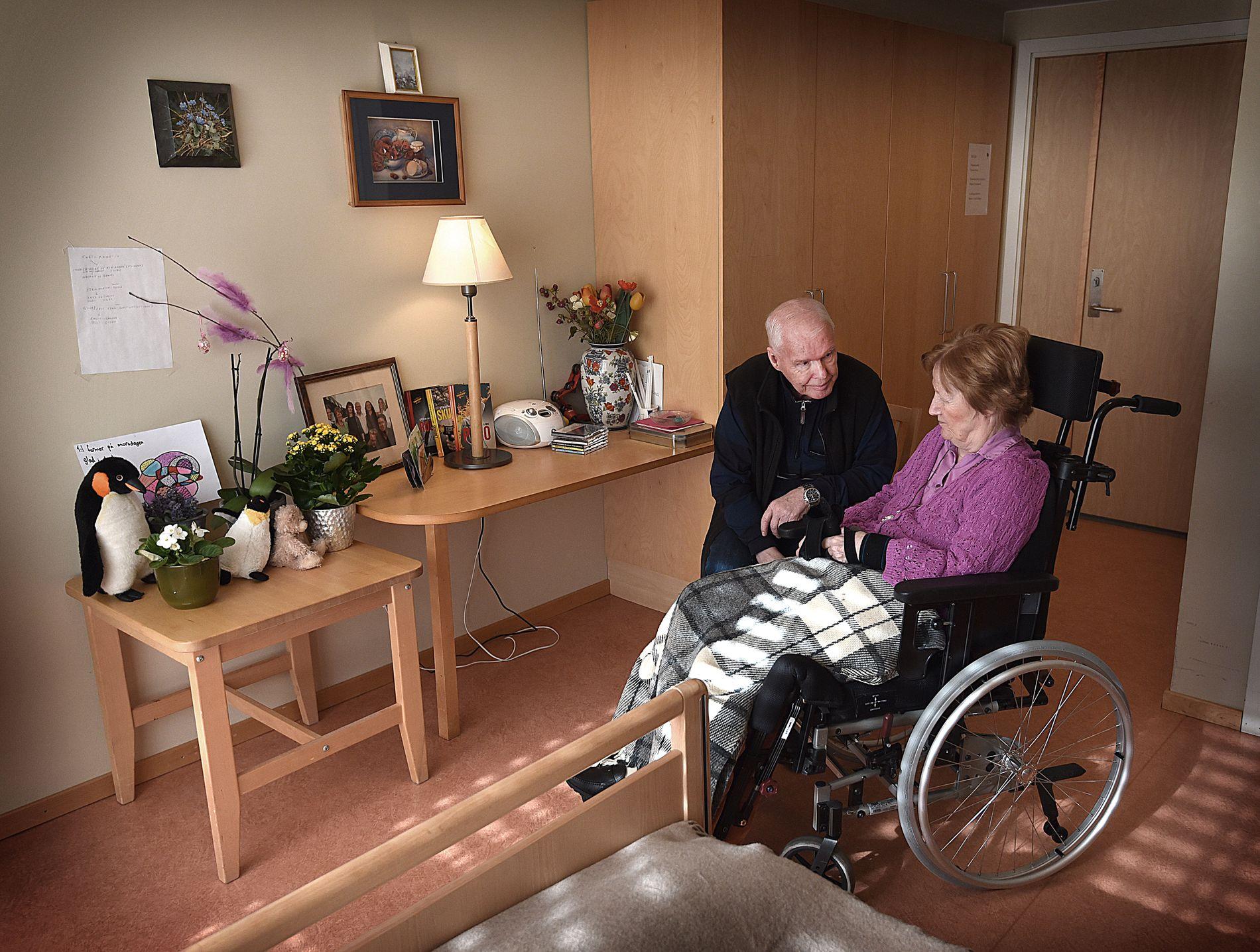 Leif A. Lier besøker daglige sin demente kone Berit på Midtåsen Sykehjem i Oslo.