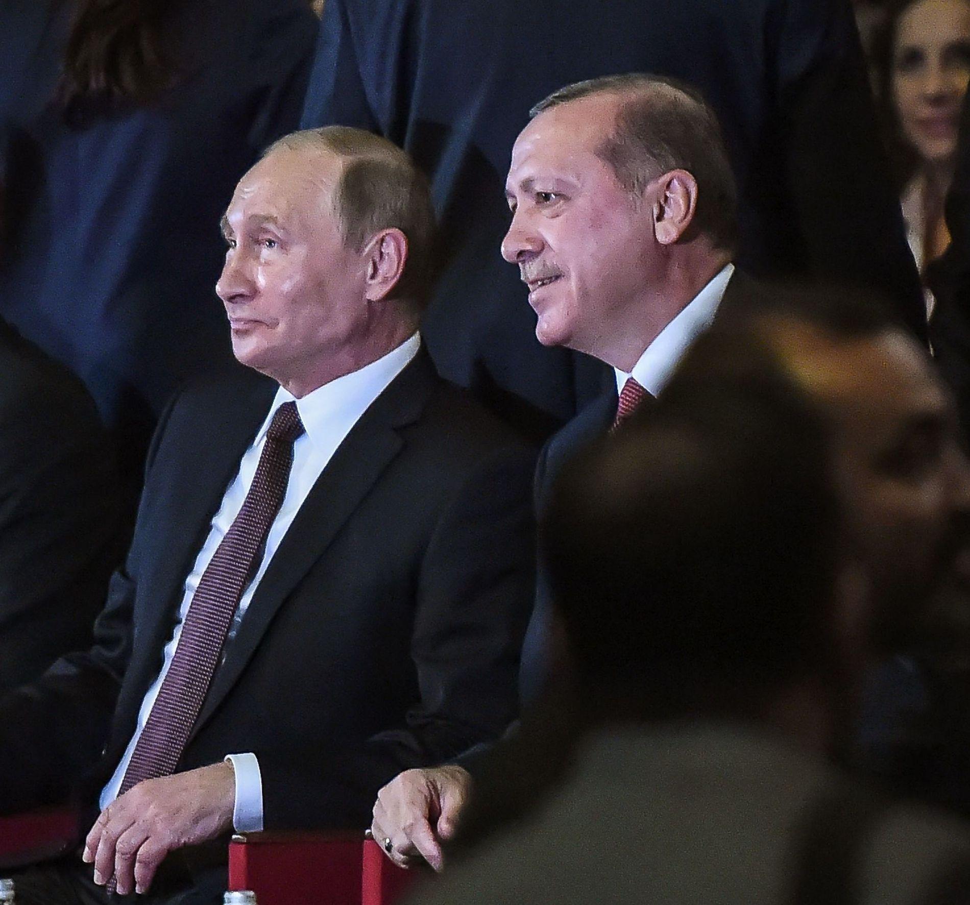 TULLETE: Erdogan og Putin smålo flere ganger under åpningsseremonien.