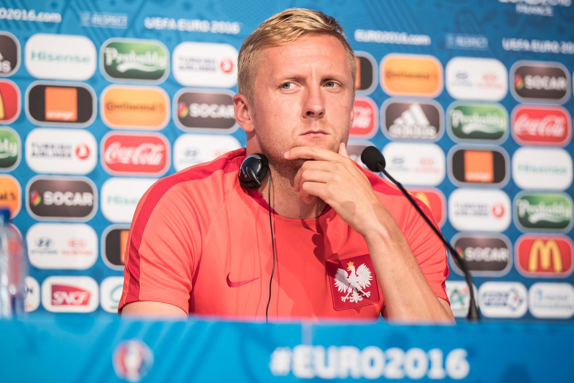 KOM IKKE HER: Kamil Glik lar seg ikke skremme av noen. Her fra lørdagens pressekonferanse. Foto: GETTY IMAGES