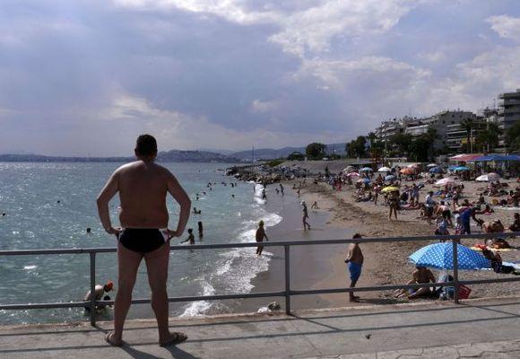Hellas-banker tømmes for kontanter: Sjeføkonom: – Bankkrisen i Hellas er i gang